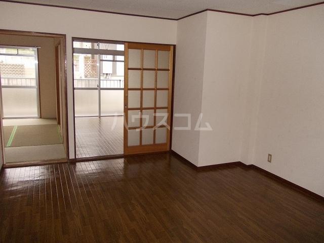 エクシ-ド久末 01020号室のリビング