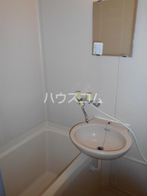 グレースナガナワ 303号室の洗面所