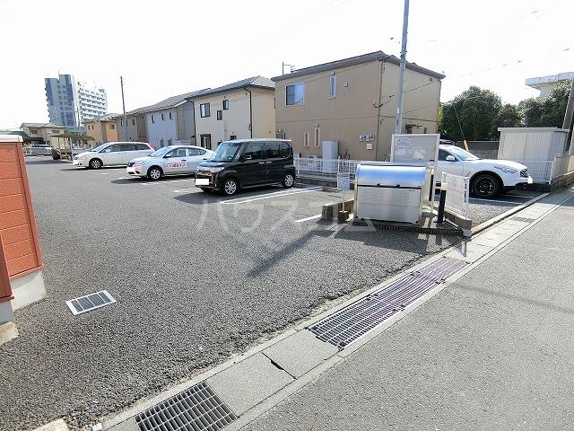 ヴィラフューゲルⅡ 02040号室の駐車場