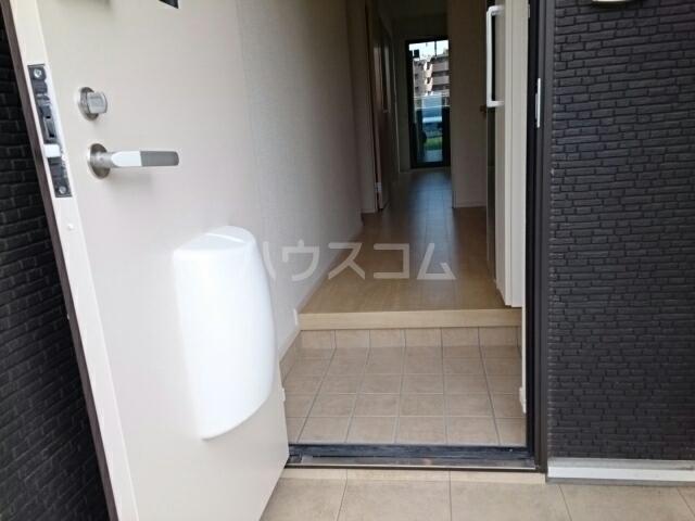 ラルゴ 01030号室の玄関