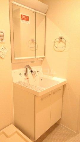 ラ・フルール 101号室の洗面所