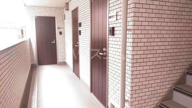ラ・フルール 101号室の玄関