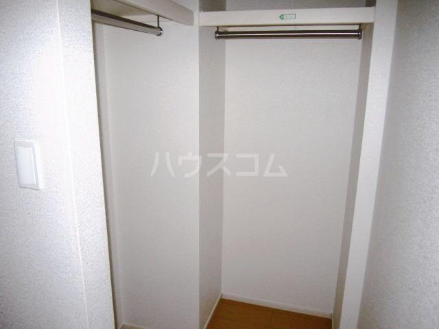 メゾンブリーズⅨ 01020号室の収納