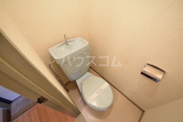 カルム平和 202号室のトイレ