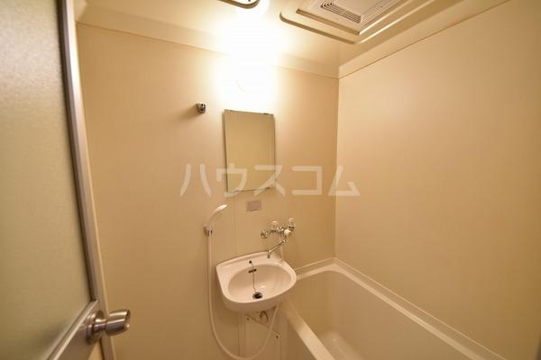 カルム平和 202号室の洗面所