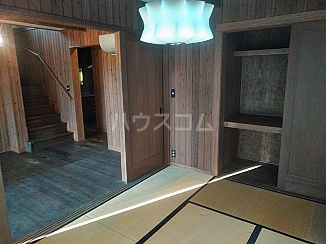 岡田戸建のベッドルーム