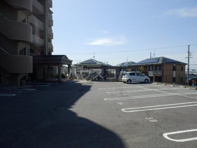 アクシス 401号室の駐車場