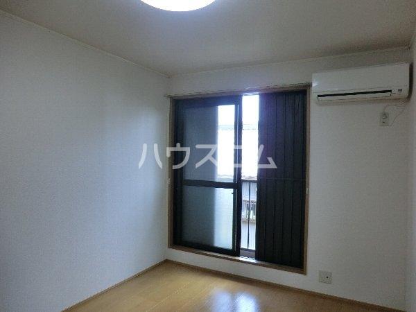 エトワール勝川 202号室の居室