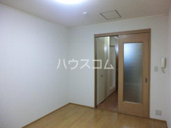 エトワール勝川 202号室のリビング