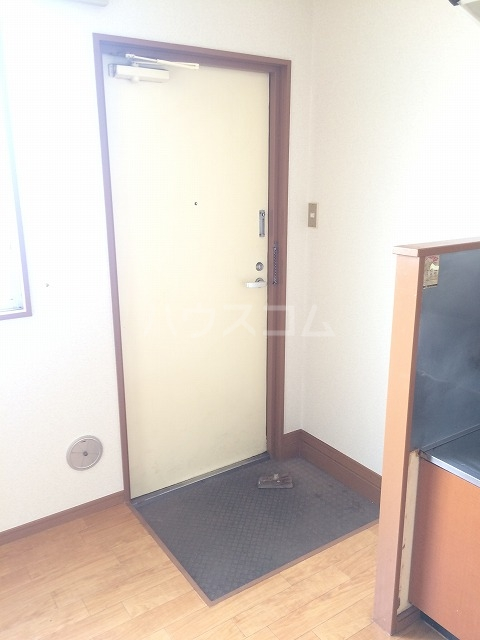 PEARLハイツ 203号室の玄関