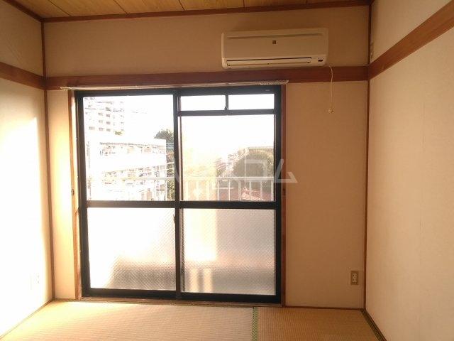フォースト鶴間 302号室の居室