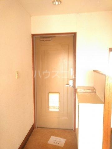 フォースト鶴間 302号室の玄関