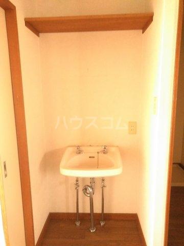 フォースト鶴間 302号室の洗面所