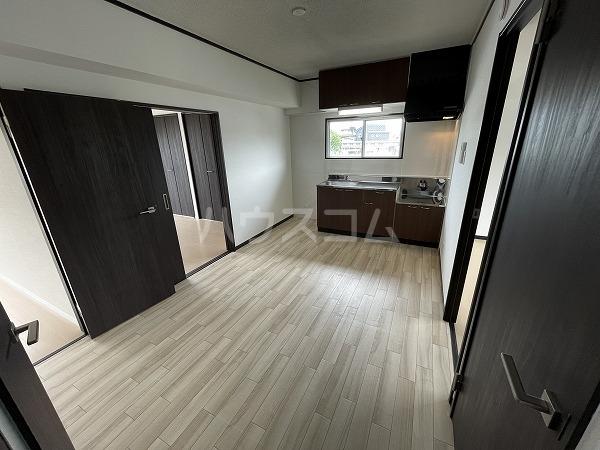 マンション加藤 205号室のリビング