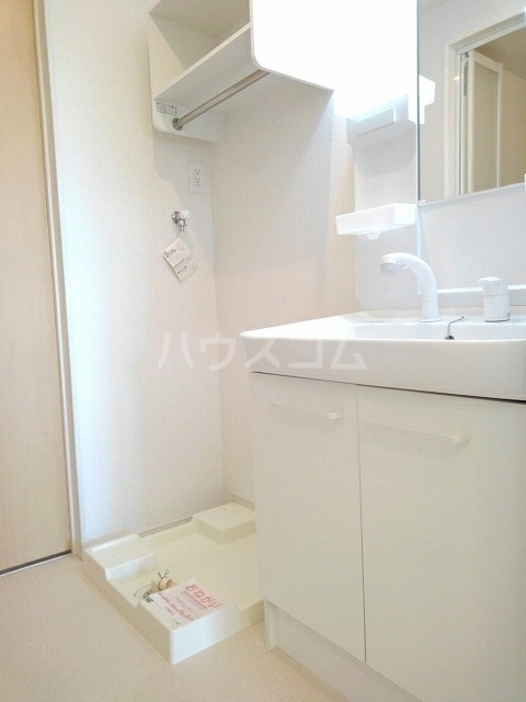 フォンテーヌ・イー 01040号室の洗面所