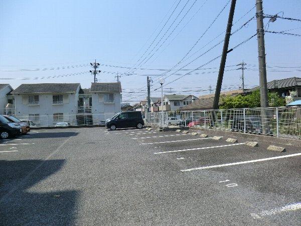 フェリーチェ勝川 103号室の駐車場