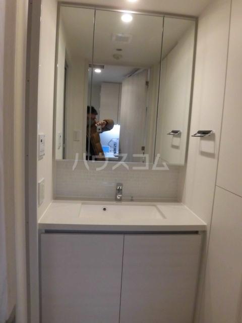 ザ・パークハビオ柿の木坂 102号室の洗面所