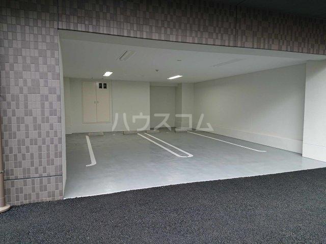 アルカディアⅧ 02010号室の駐車場