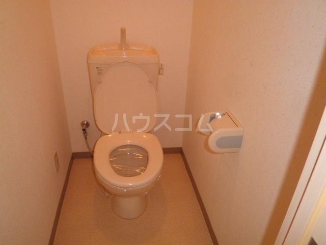 エトワールかつら 102号室のトイレ