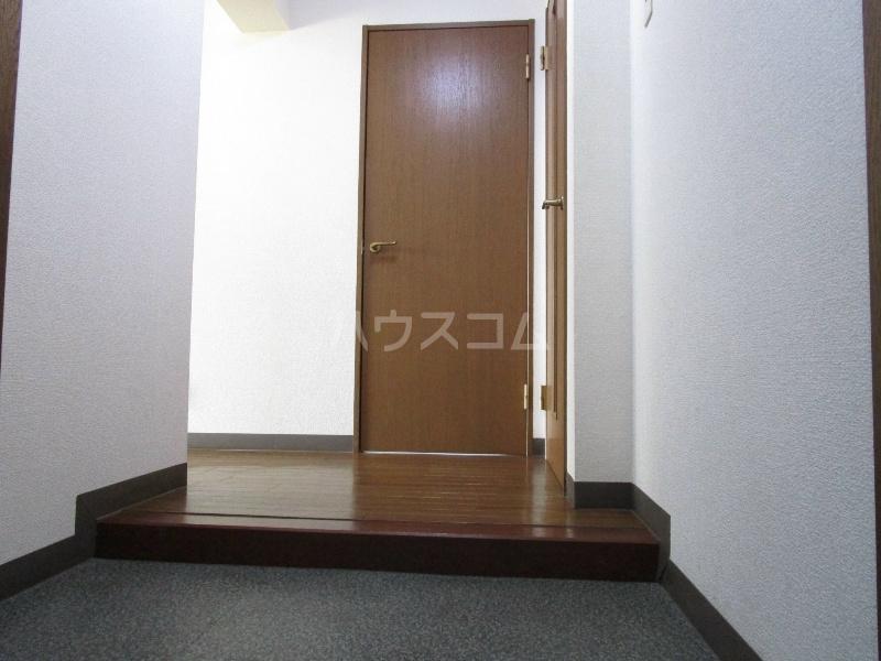 ビックメゾン 302号室の玄関