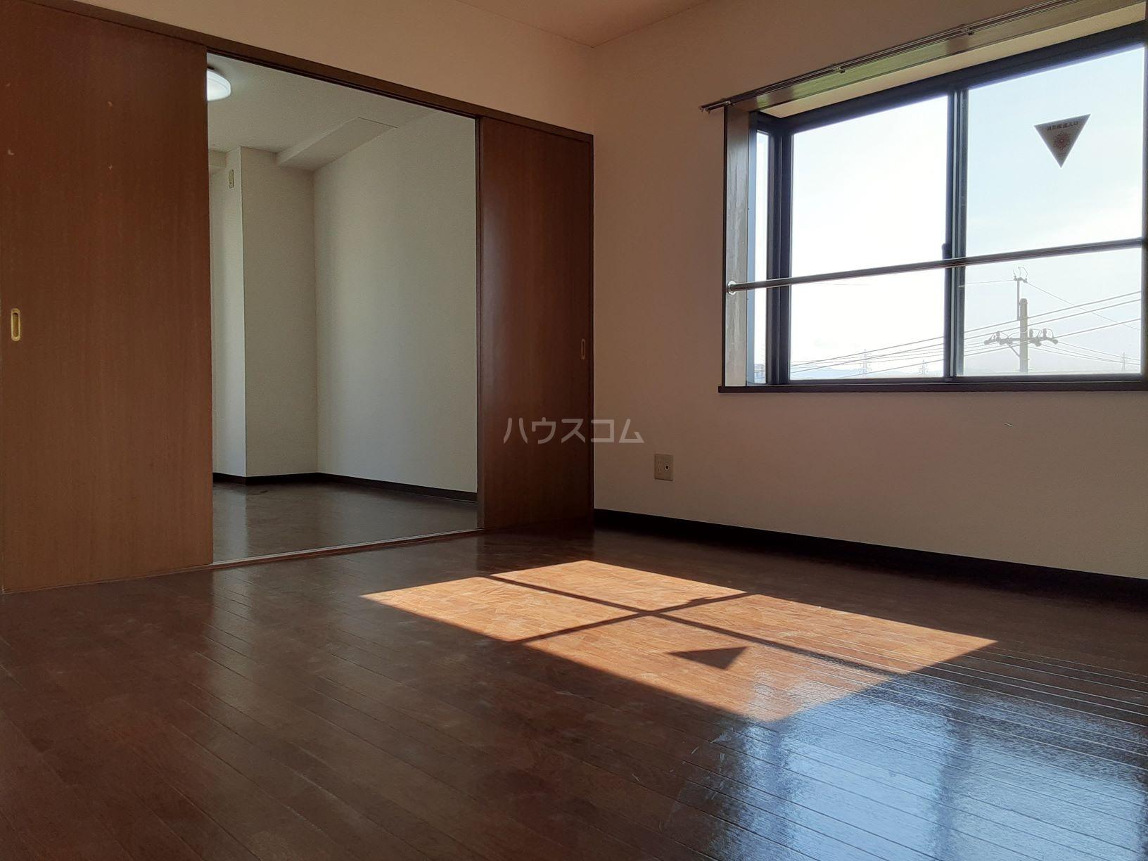 ソシエ2002 503号室の居室