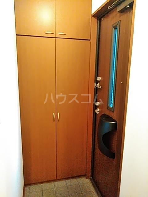 アムールメゾン 101号室の玄関