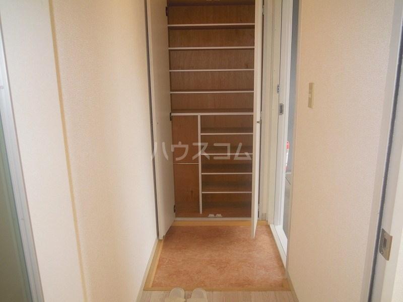 グリーンキャッスル 201号室の収納