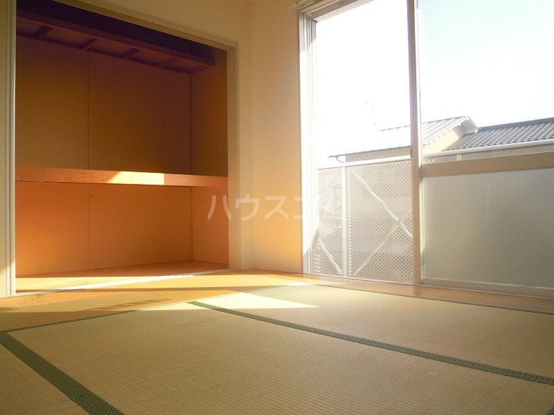 グリーンキャッスル 201号室の居室