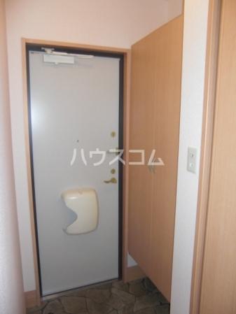 エーデルプラシード 103号室の玄関