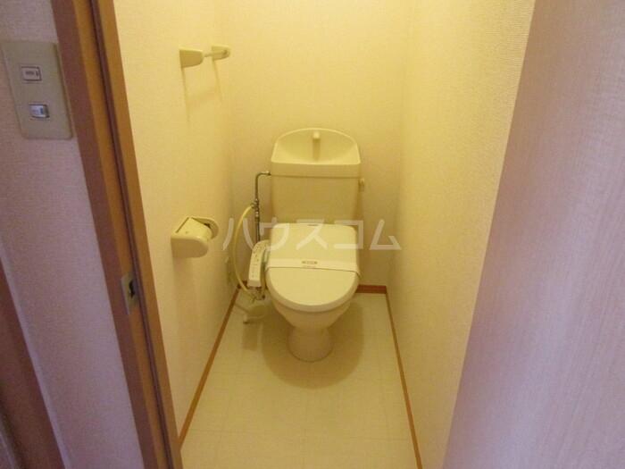 ヴィラ・モンターニュ 101号室のトイレ