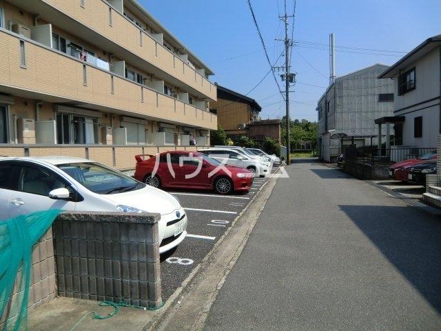 カーサコモダ天カ須賀 303号室の駐車場