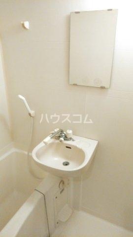 ヴィラクール 104号室の洗面所