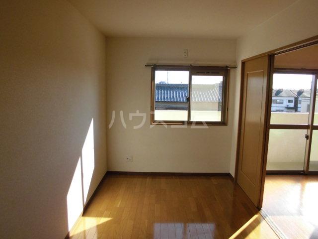 アヴニール 205号室のリビング