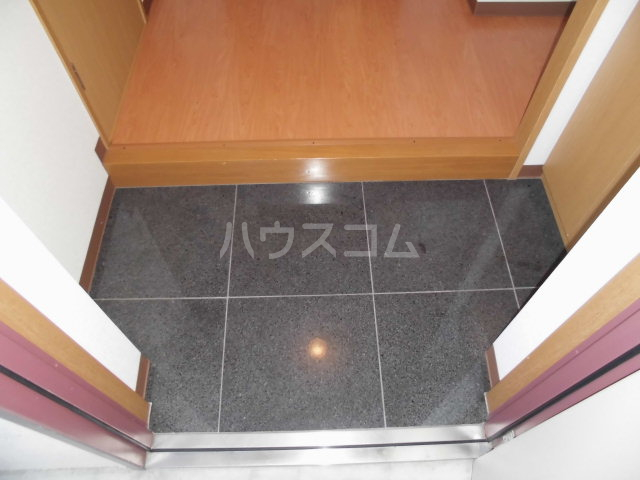 アヴニール 205号室の玄関