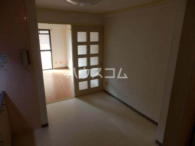 厚木メゾンドパンセ 202号室のリビング