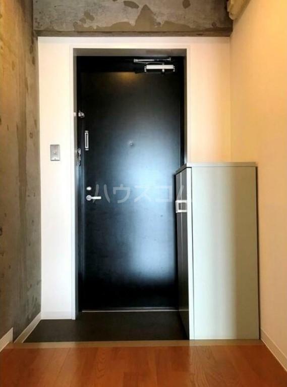 サンヒルズ用賀 701号室の玄関