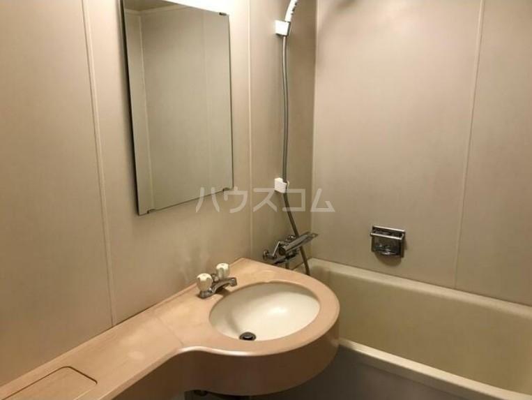サンヒルズ用賀 701号室の洗面所