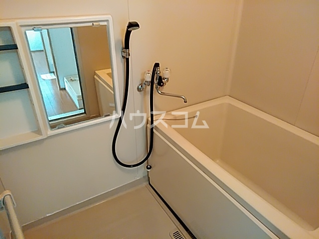 ガーデン深沢 203号室の風呂