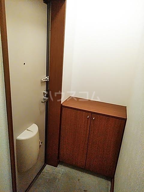 ビックストーンA 202号室の玄関