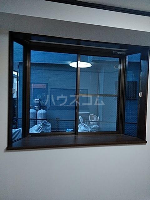 クイーンズハイツ金明 102号室の居室