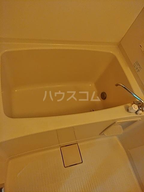 クイーンズハイツ金明 102号室の風呂
