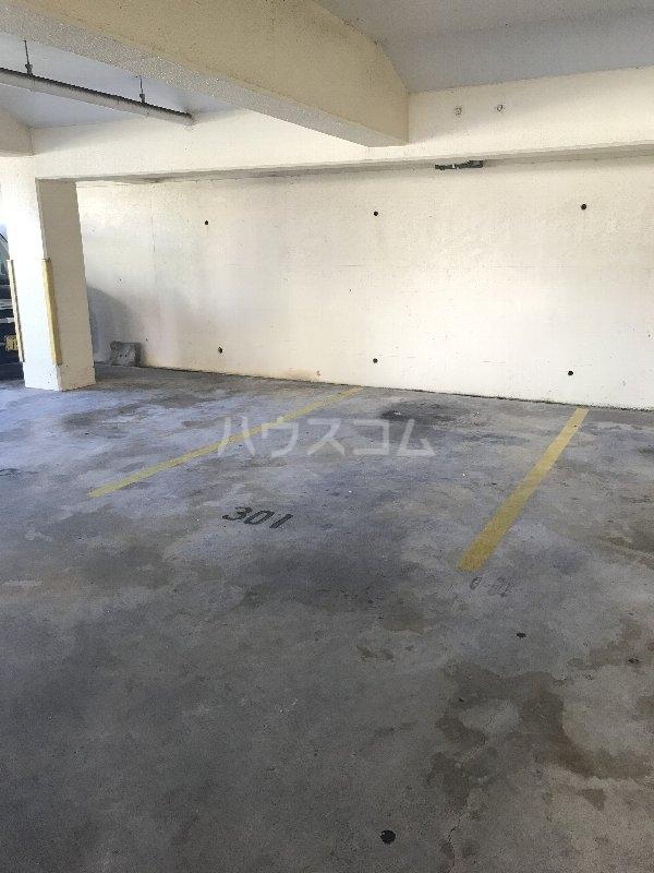 山里コーポ 301号室の駐車場