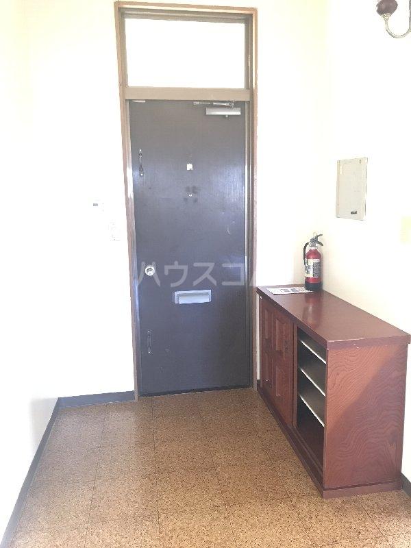 山里コーポ 301号室の玄関