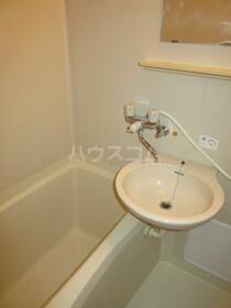 メゾンサンライズ 102号室の洗面所