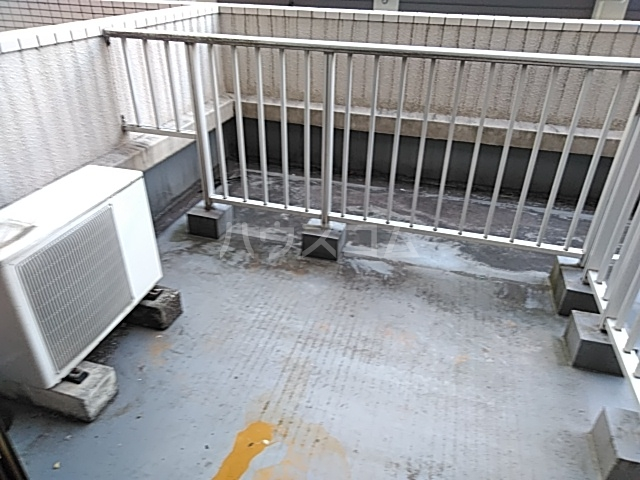 フラッツ大橋 206号室のバルコニー