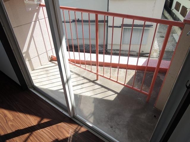 ジュネス北駅 301号室のバルコニー