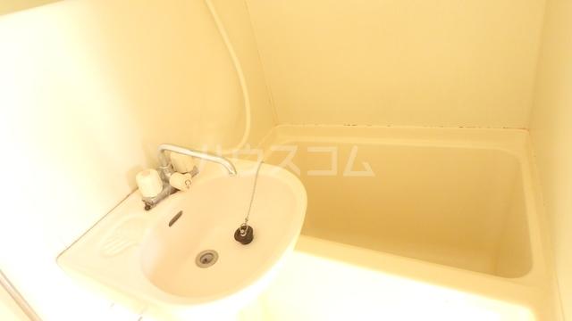 ジュネス北駅 301号室の風呂