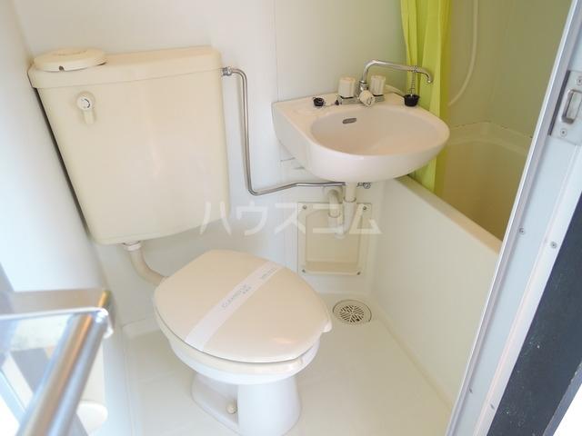 ジュネス北駅 301号室のトイレ