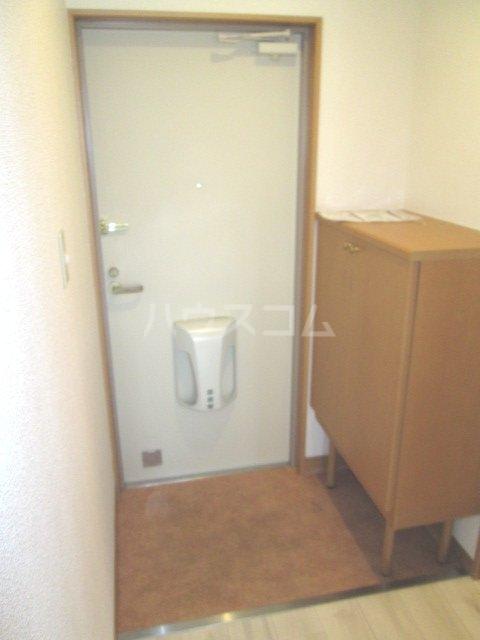 フロイデ宮竹 106号室の玄関