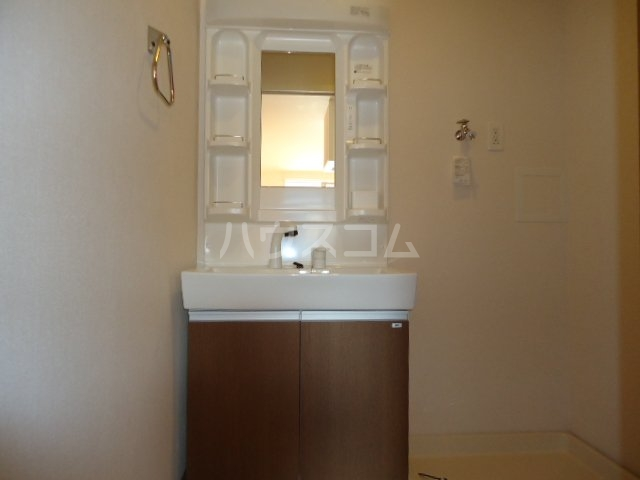 歩 205号室の洗面所